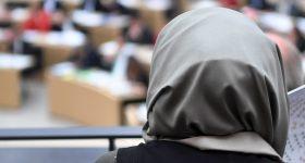 W Niemczech rozgorzała wielka dyskusja na temat zakazu noszenia chust muzułmańskich w szkołach